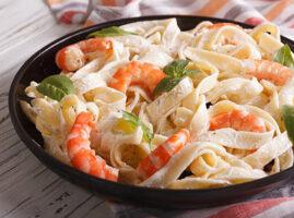 pasta con camarones alfredo